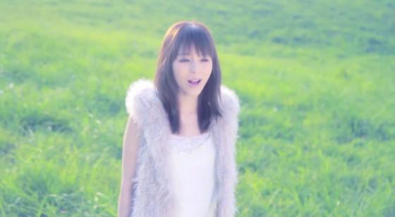 Cantora e dubladora Aya Hirano em seu novo clipe. (imagem: divulgação)