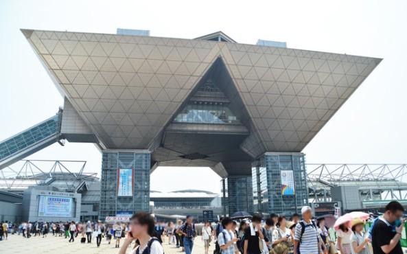 Tokyo Big Sight, o local do Comic Market. Um recorde de 590 mil pessoas participaram C84 realizada em Agosto deste ano.