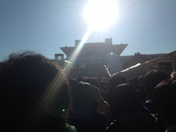 Tokyo Big Sight. Mal amanheceu o dia e já tinha uma longa fila para entrar! (imagem: otakomu.jp)